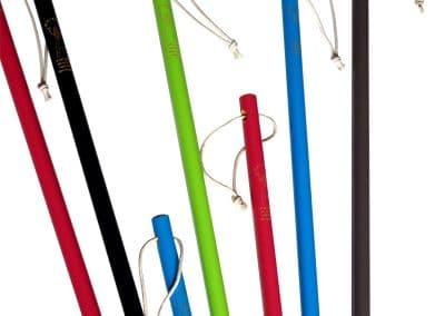 Bâtons de marche en bois vernis colorés et personnalisés en fonction de votre demande