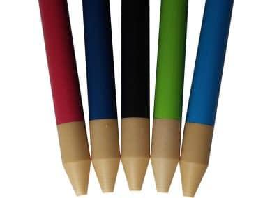 Bwood.17 fabrique des bâtons de marche en bois vernis colorés et personnalisés en fonction de votre demande